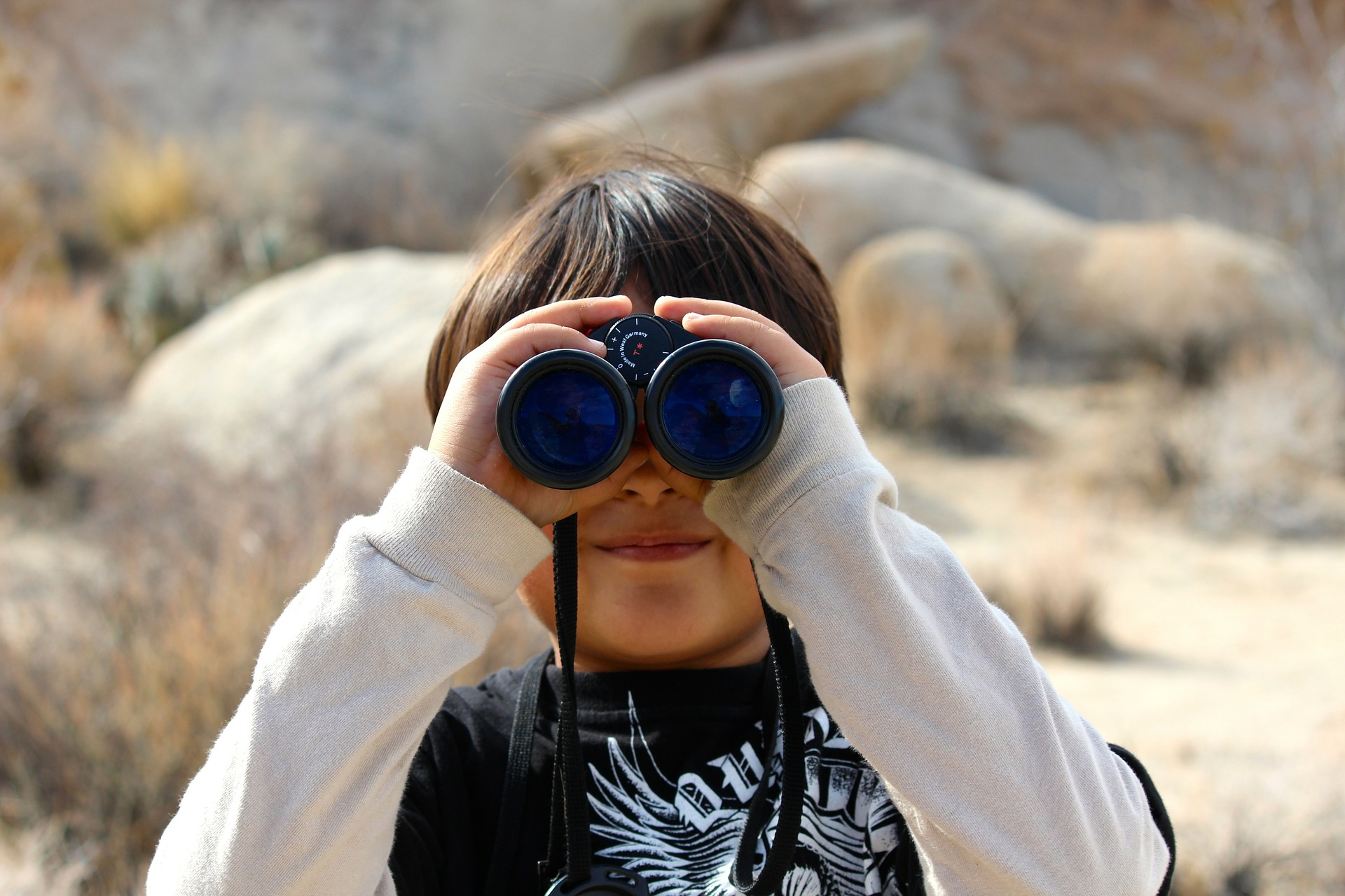 7 Ways To Easily Use Binoculars with Glasses